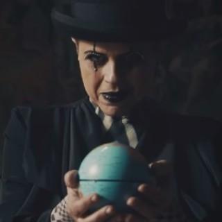 Tosca (Tiziana Donati) nel videoclip della cover di 'Prisencolinensinainciusol'